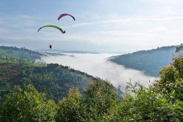 Voyage paramoteur dans des paysages sublimes en Ouganda